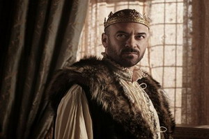 Reign Season 2 dvd-2